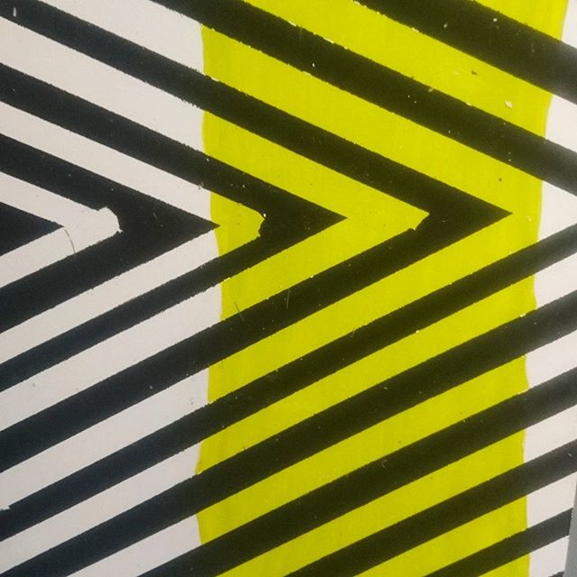 Found this amazing pattern at @djcad_uod yesterday while helping @fortyfortytwo take down her degree show work.  #djcad #pattern #geometric #yellow #black #white #art #artschool #pretty