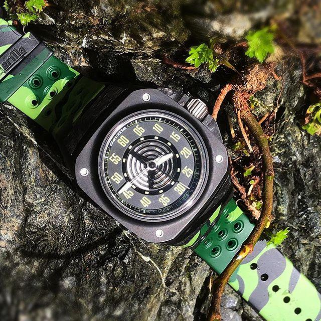 Really enjoying this watch from @gorillawatches #gorillawatches #watchporn #microbrand #watchgeek #watchgang #watch #mensfashion #watchporn #dailywatch #watchfam #travel #bigsur