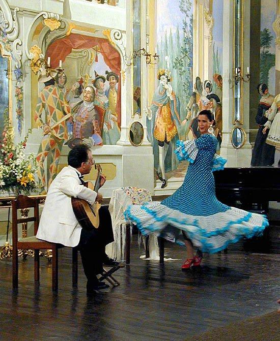 "Pepe and wife, Carissa perform ""Alegrias"""