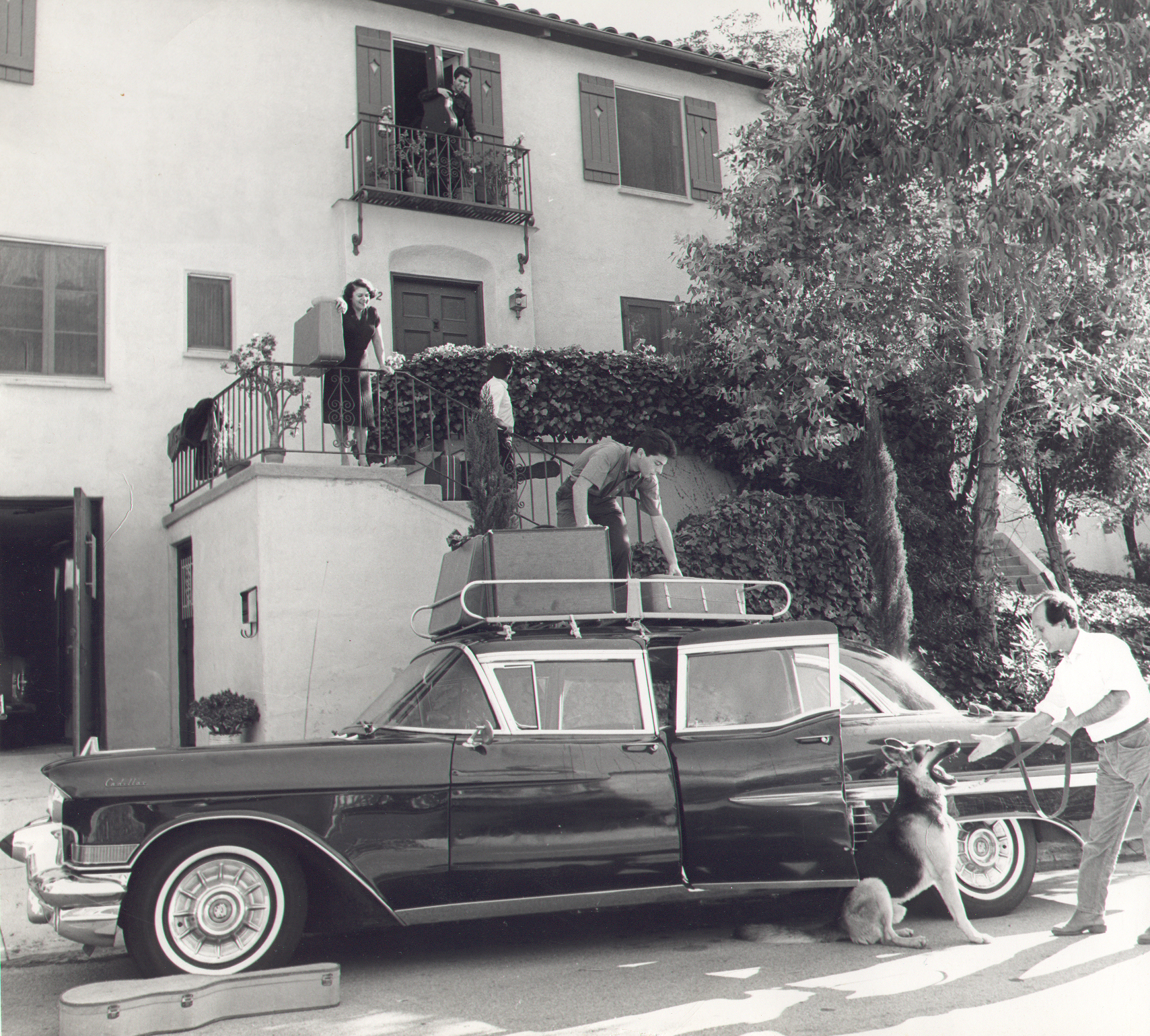 Hollywood 1963 - The family prepares for a long tour