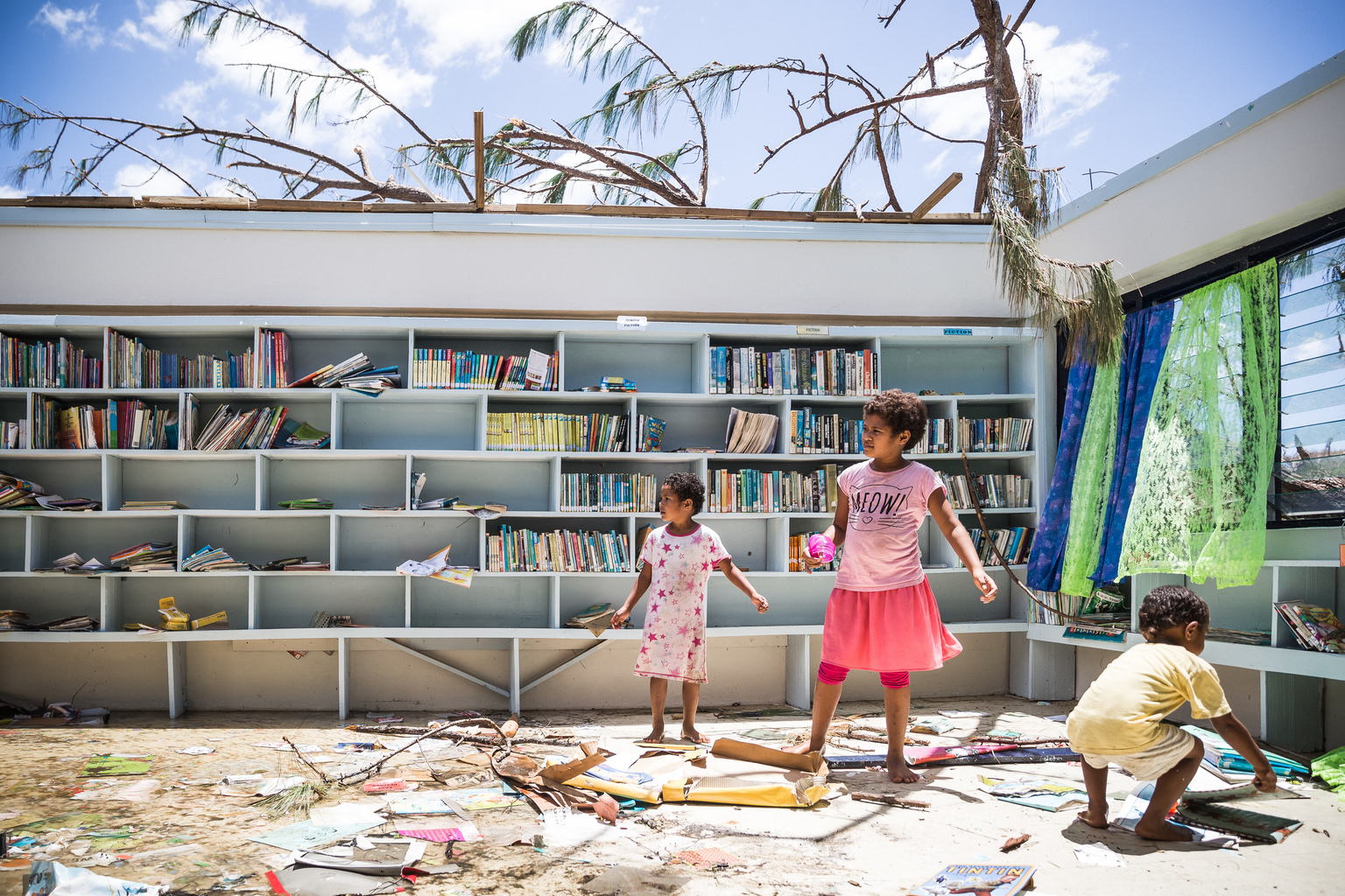 After Cyclone Winston, Ethan travelled to Fiji to cover the damage done to Fijian communities throughout the cyclone (© UNICEF/UN012272/Sokhin)