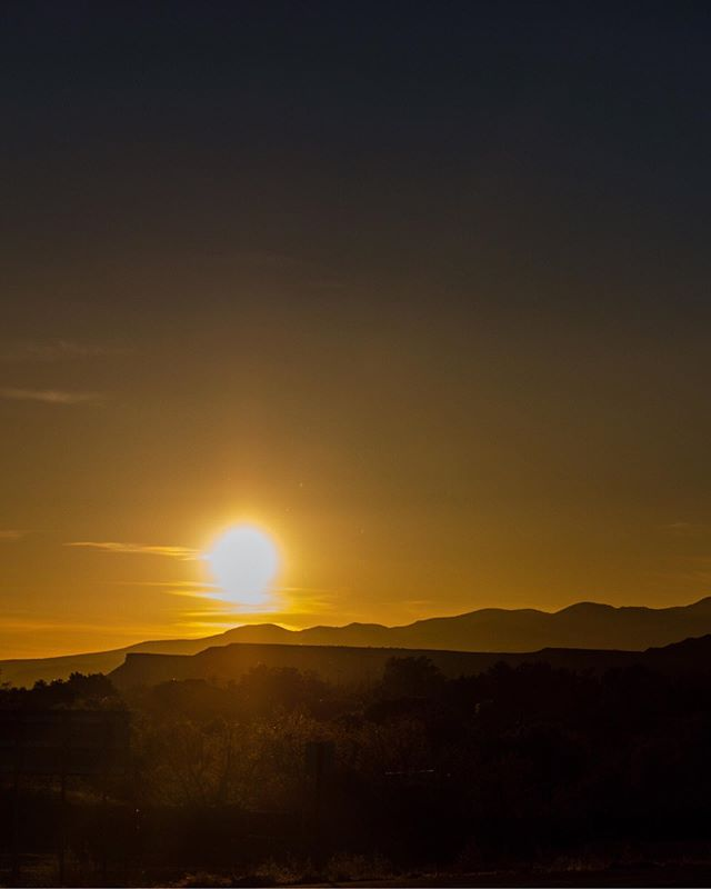 U T A H . . .  #outdoortones #police_sunset #utah #utahrocks #zionnationalpark #zion #utahadventures #utahsunset #zionnps #utahphotographer #utahtravels #sunsetlover #sunset_madness_