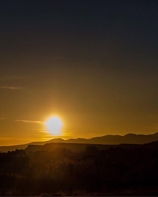 UTAH . . . #utah #utahphotographer #utahrocks #utahtravels #utahtravels #zionnationalpark #zion #utahsunset #sunset_love #sunset_madness_ #sunset_ig
