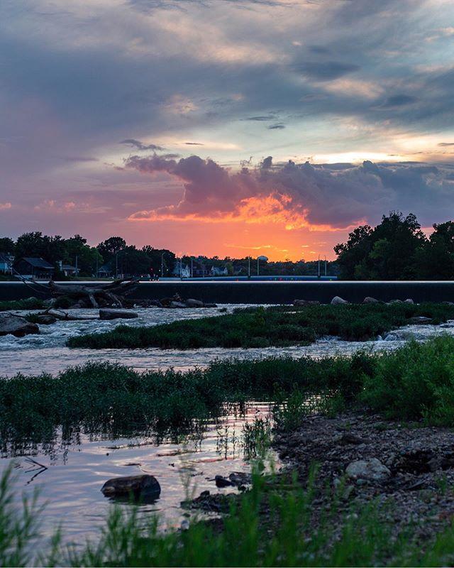Last night's sunset was 🔥 . . . #dayton #ohio #ohiogood #ohiofindithere #ohioisbeautiful #ohiophotographer #ohioexplored #myohioadventure #ohionature #midwestgrammers #miamiriver