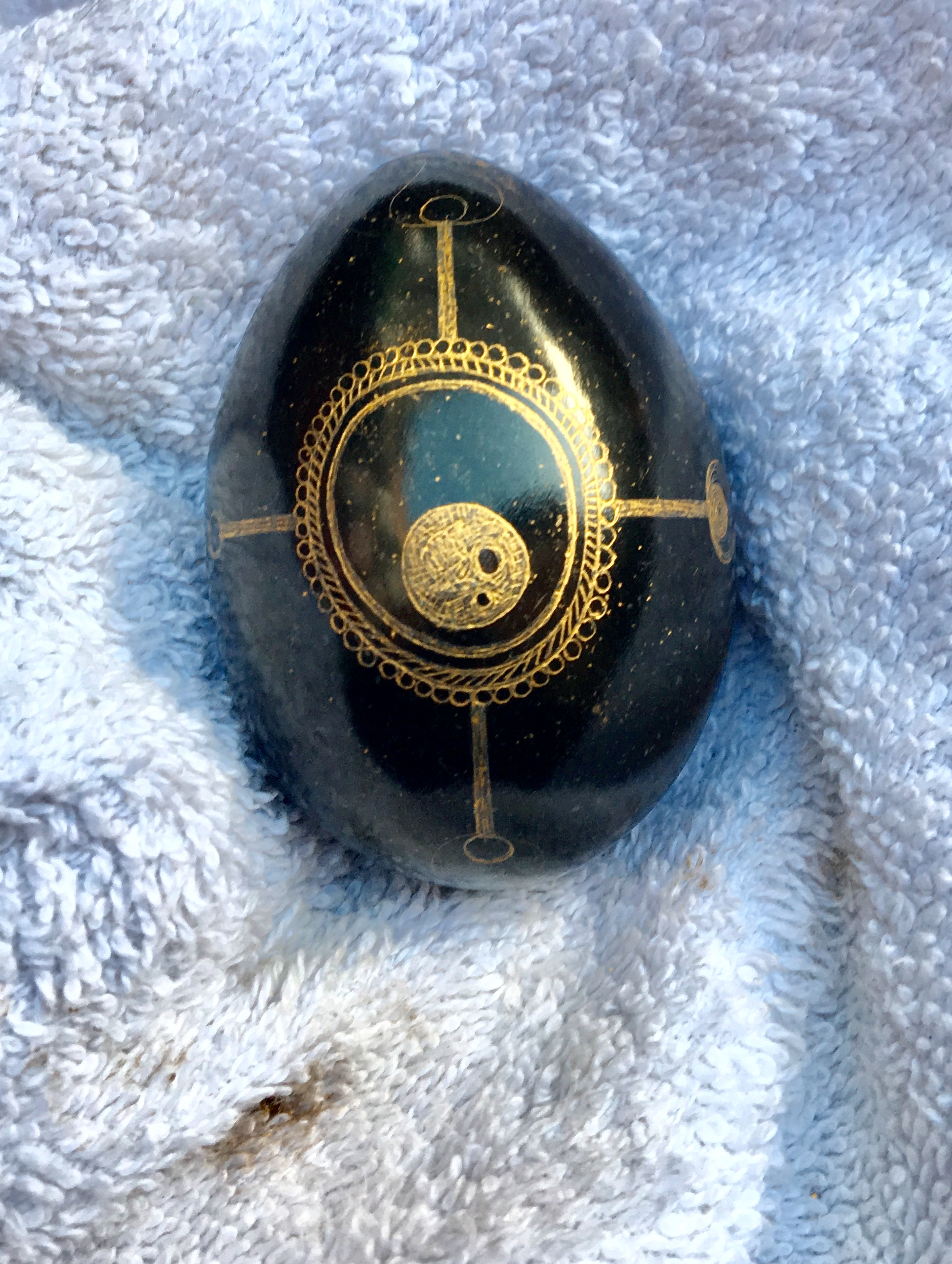 """2.5"""" marble egg from Mexico with gold wax pigment"""