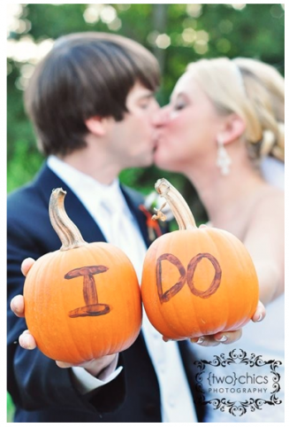 fall-wedding-picture-pumpkins-confessionsofapropjunkie-com(pp_w327_h482)