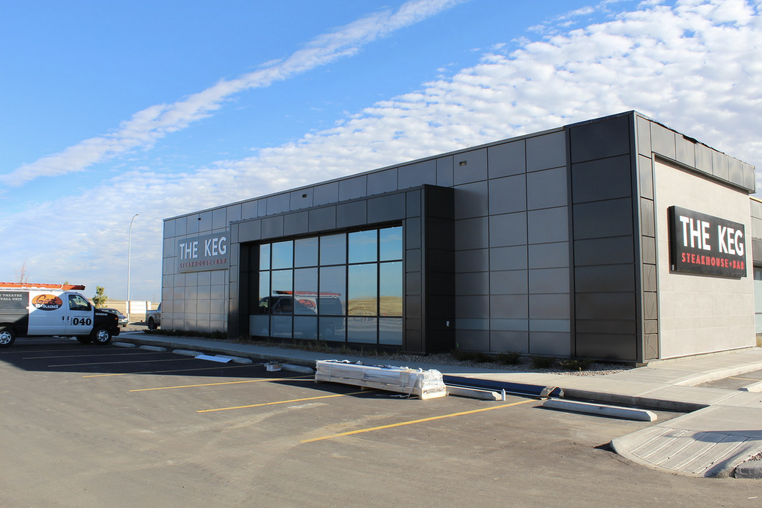 THE KEG (Medicine Hat)  – Lenmak Exterior Aluminum Panels and trims – powder coated specifically with Keg custom colours.