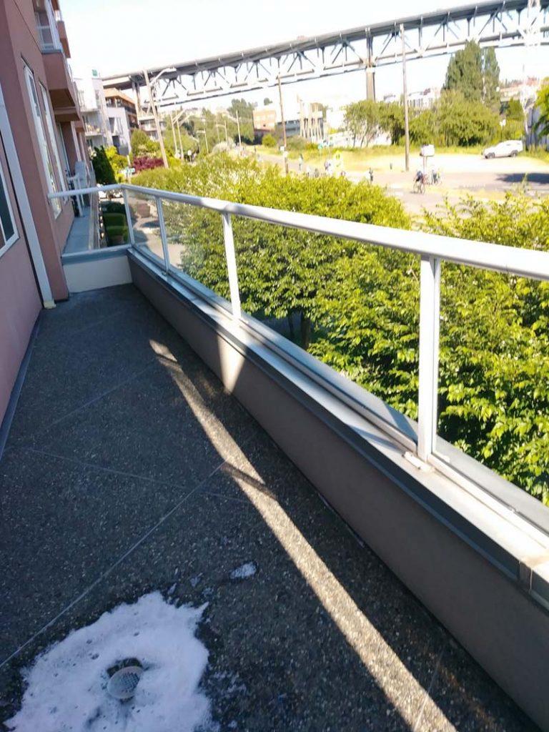 Window-Cleaning-Clackamas-OR-768x1024.jpg
