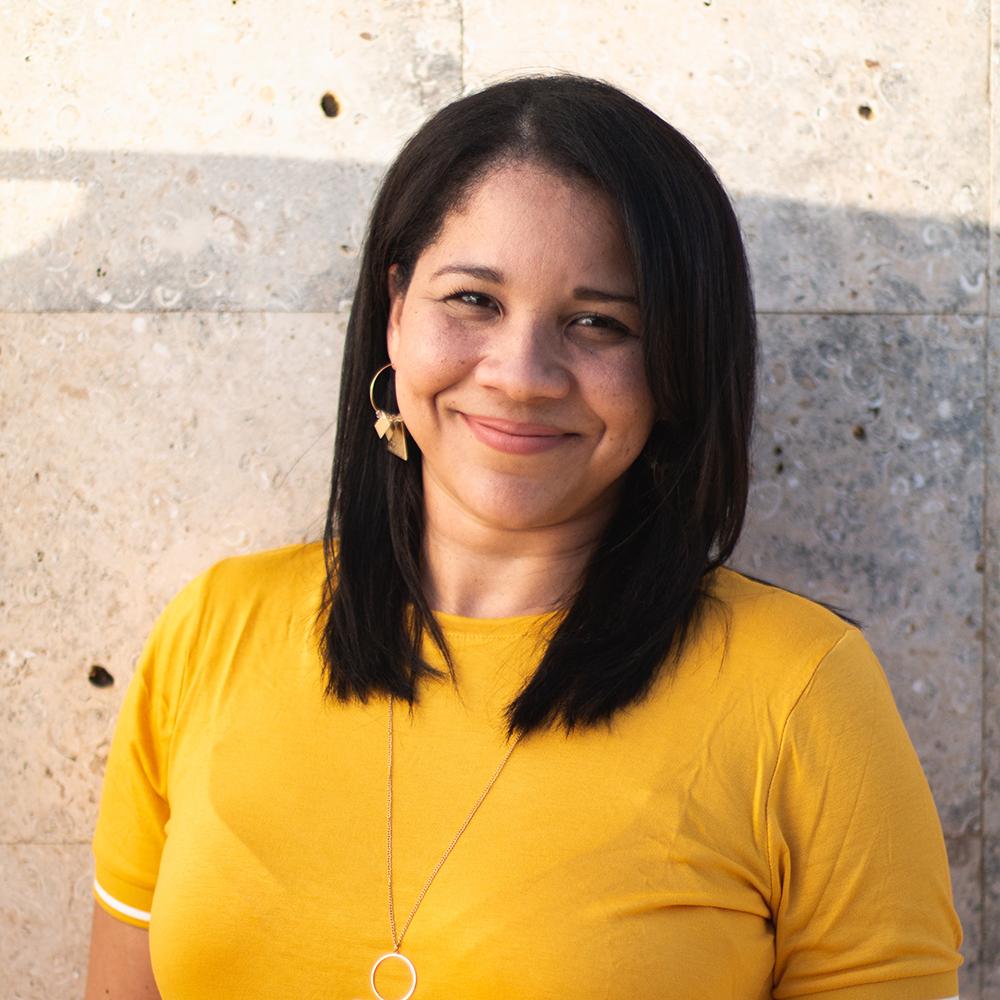 Isis M. Román - Certificación en Consejería Cristiana y Capellanía. Ha trabajado como líder y consejera de jóvenes adultos y adolescentes. Dentro de sus labores ministeriales ha brindado talleres para mujeres y jóvenes, y se ha desempeñado en el área de las artes.