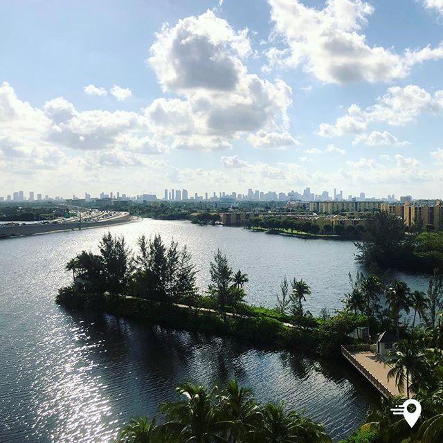 Next stop: Miami 🌴 🐊 🛬  #imabouts #travel #travelapp #landing #airport #miamiairport #frequentflyer #frequenttraveller #miami #view #skyline