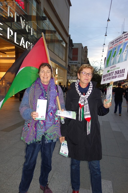 Helen and Edie brave the winter cold at the AFOPA weekly BDS activity in Rundle Mall, Adelaide. [Photos: M. Cassar, AFOPA]