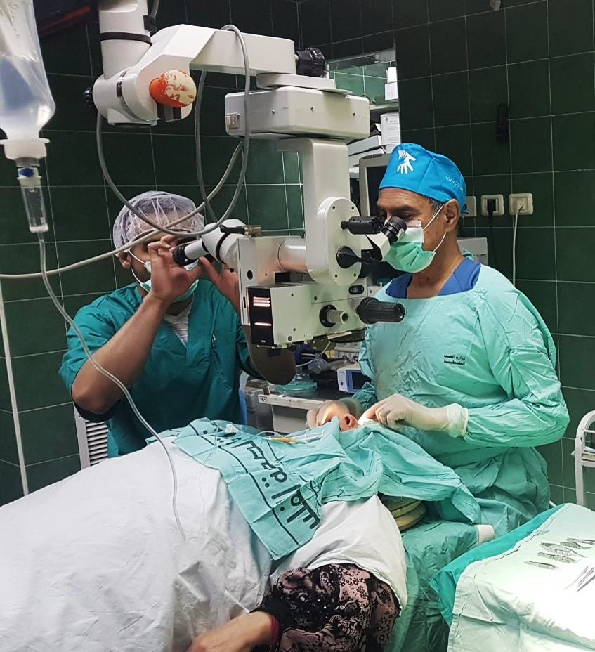 Dr Francis Nathan in surgery, Rafidia Hospital, Nablus (West Bank, Palestine)