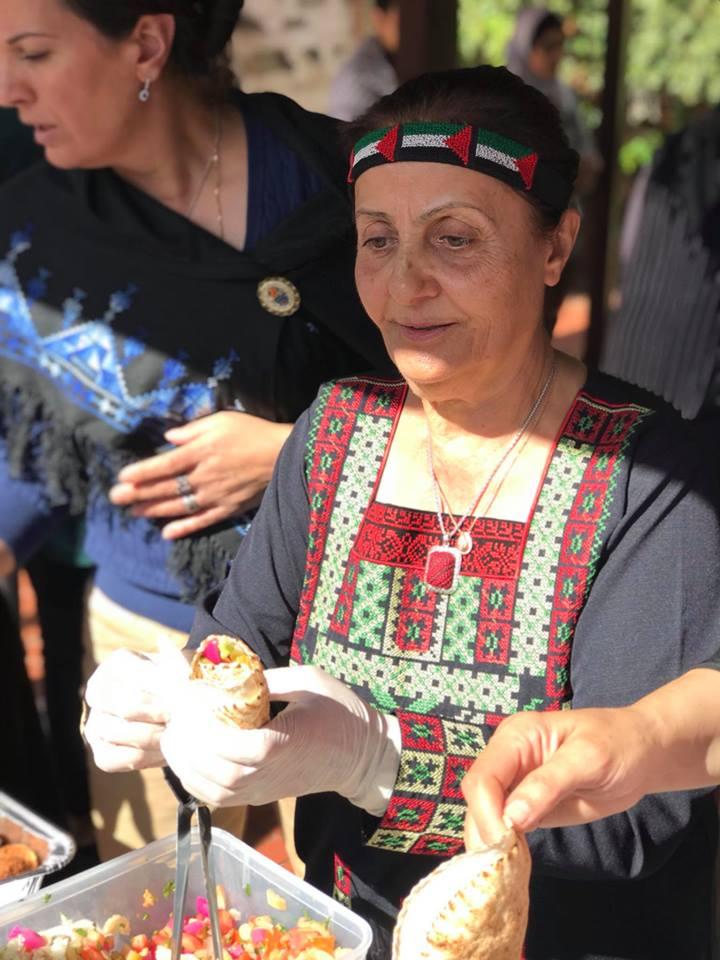 food-service-lady-closeup.jpg
