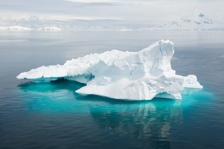 An iceberg that floats by our ship, taken by Eva Wu.