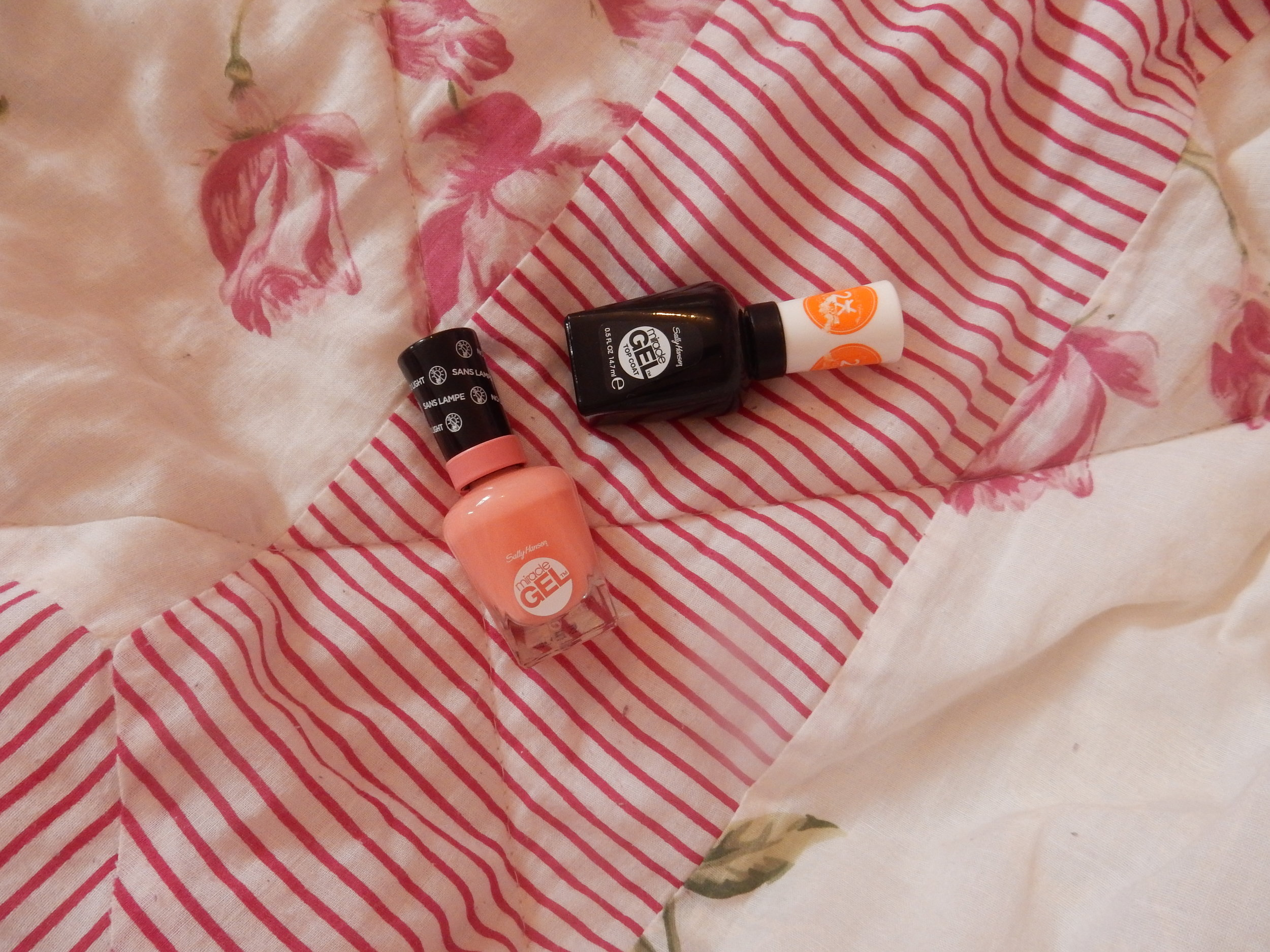 beauty blogger reviews sally hansen miracle gel polish