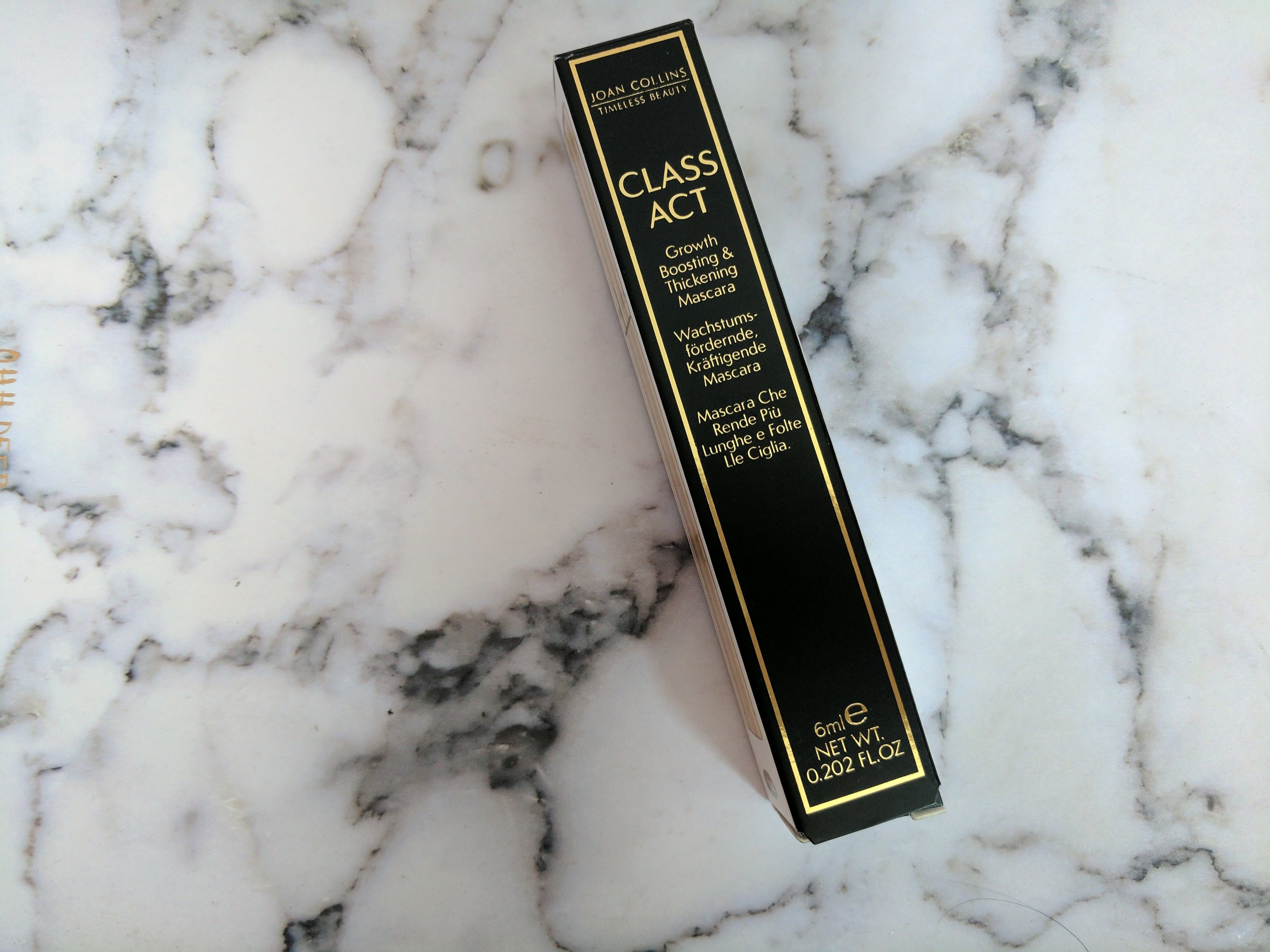 beauty blogger reviews joan colins class act mascara