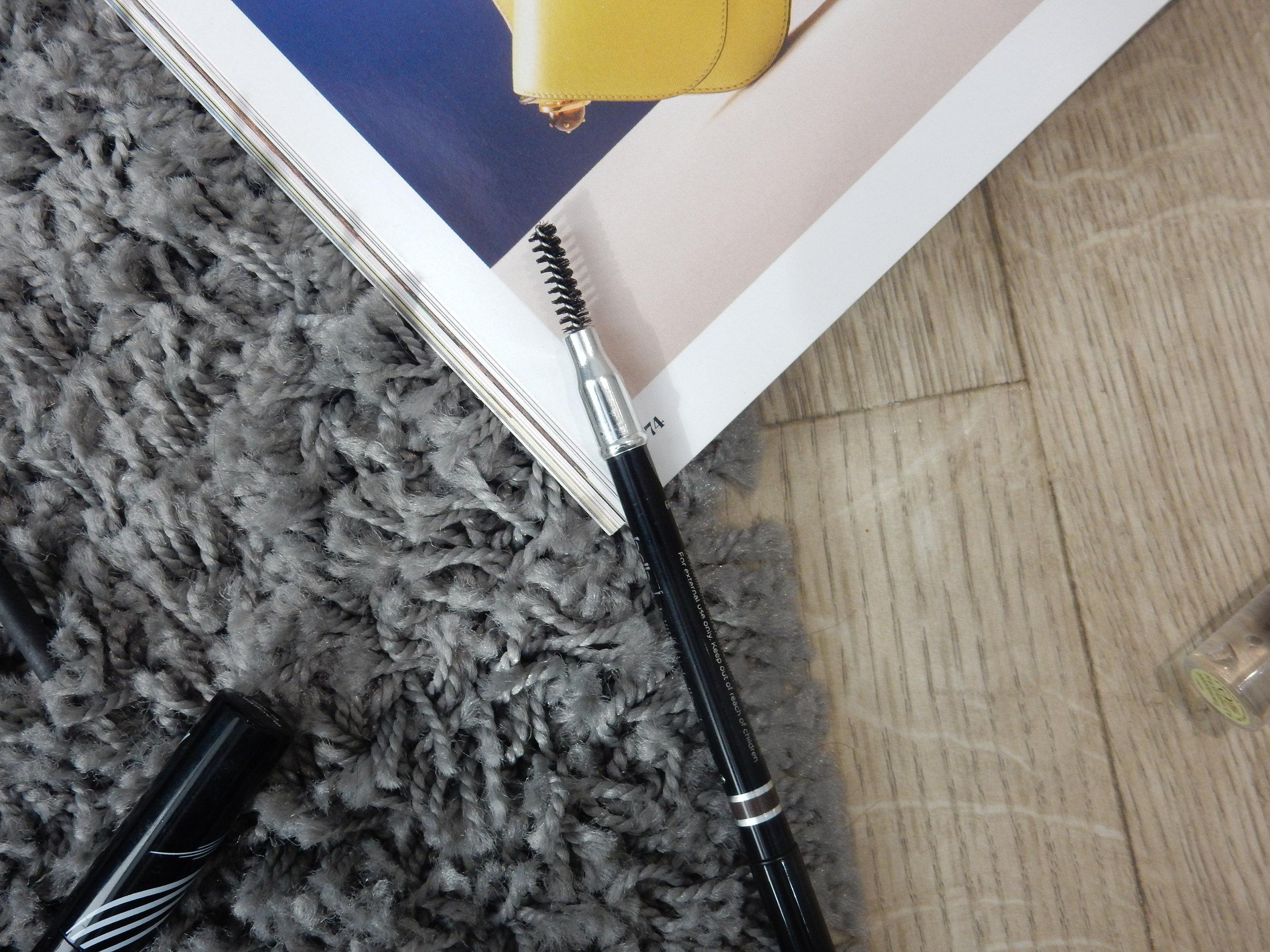 beauty blogger reviews billion dollar brows universal brow pencil