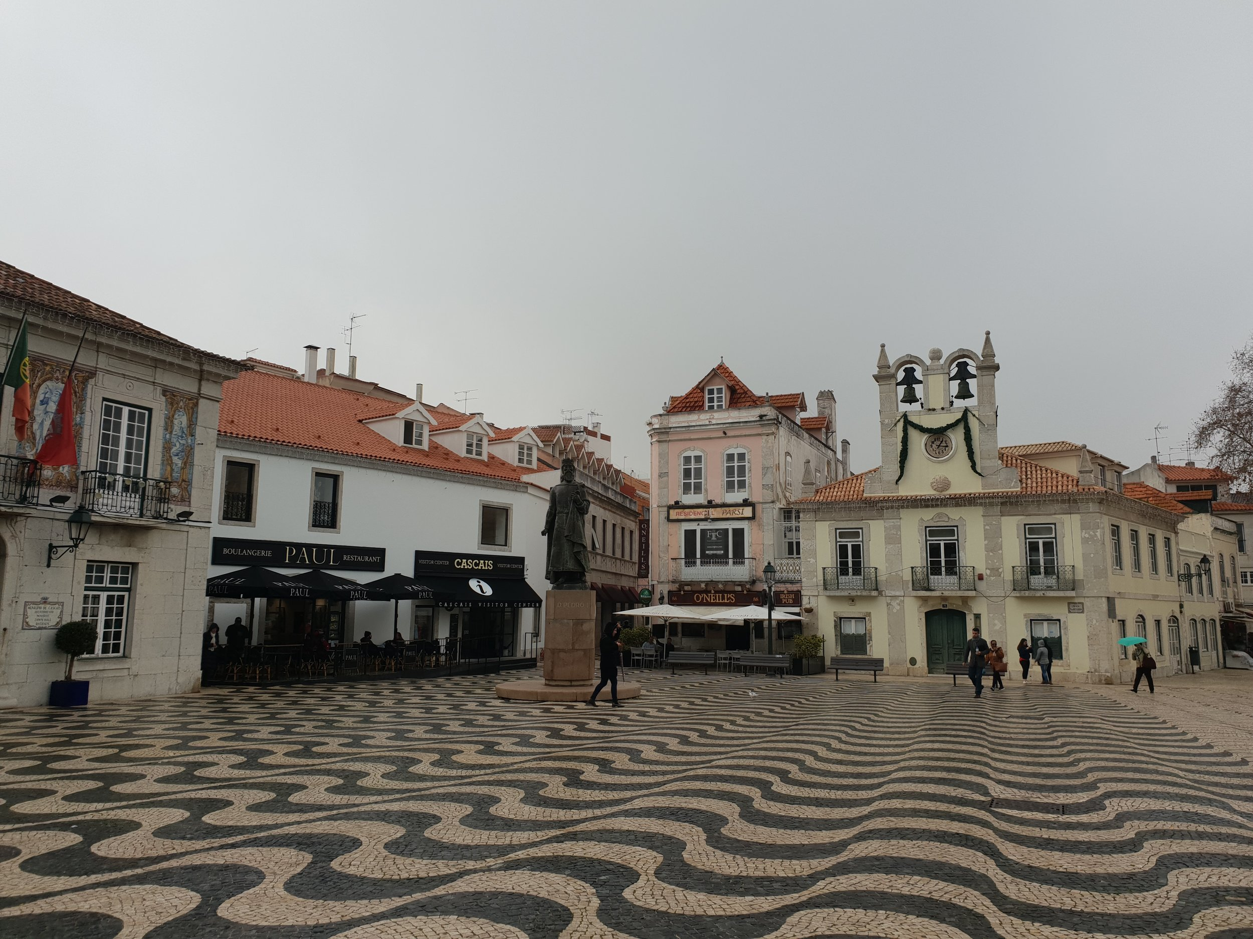 travel blogger explores cascais portugal