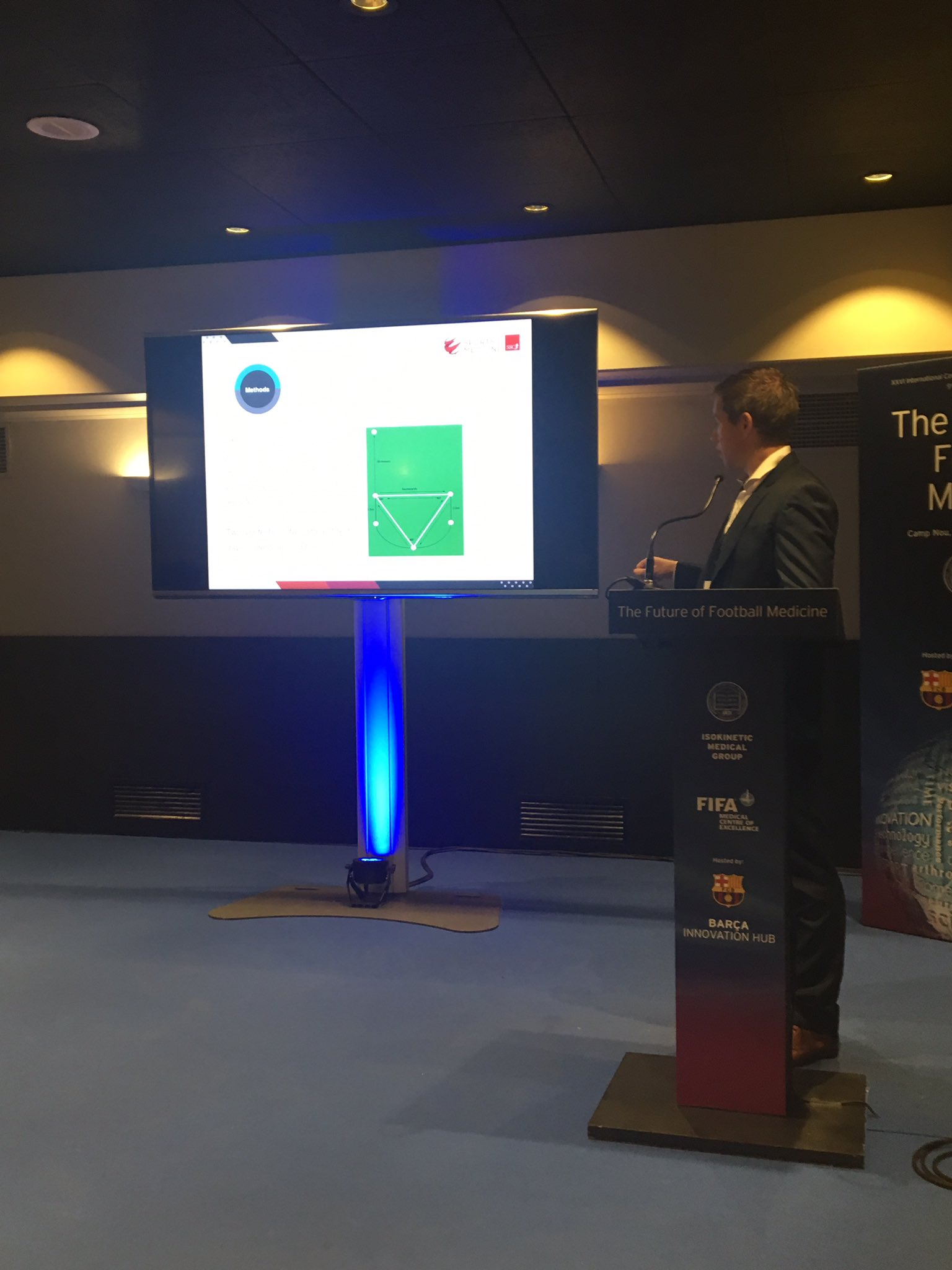 Photo: Eamon O Reilly presenting research data at Isokinetic Football Medicine 2017.