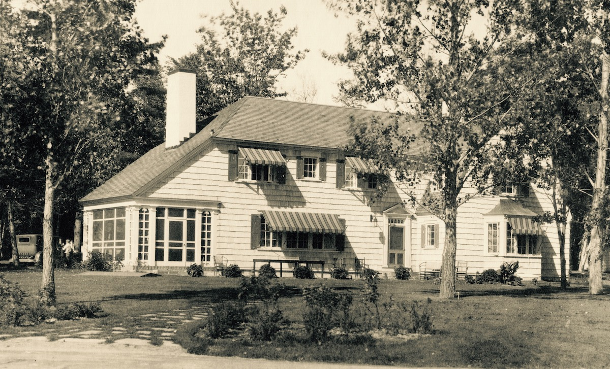 The Colony House at Lakewood (now the  Colony House Inn B&B ), which Warren's father, playwright John B. Hymer, built in 1929.  Warren grew up summering at Lakewood and acting on the stage in a number of plays.. (Author's private collection.)