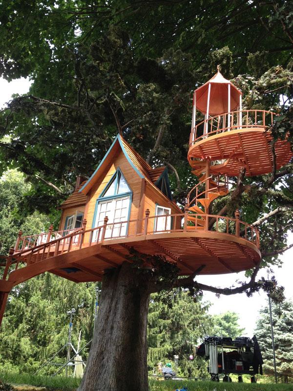 Miniature tree and tree house