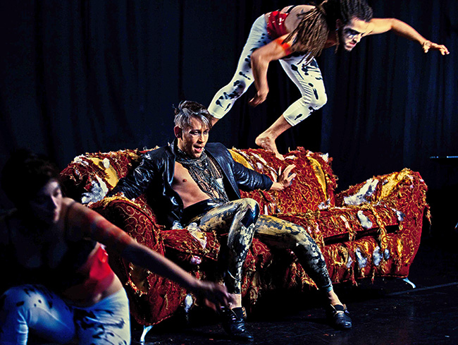 Does It Look Like I Need to Get New Furniture??  You can help! LOL ⇒ Here's a photo from the set of the DOMINO video directed by Vincent Paterson. Meanwhile get you some MUSIC!!! That Rogue Romeo music at⇒⇒⇒⇒    https://itunes.apple.com/us/artist/that-rogue-romeo/id315011078