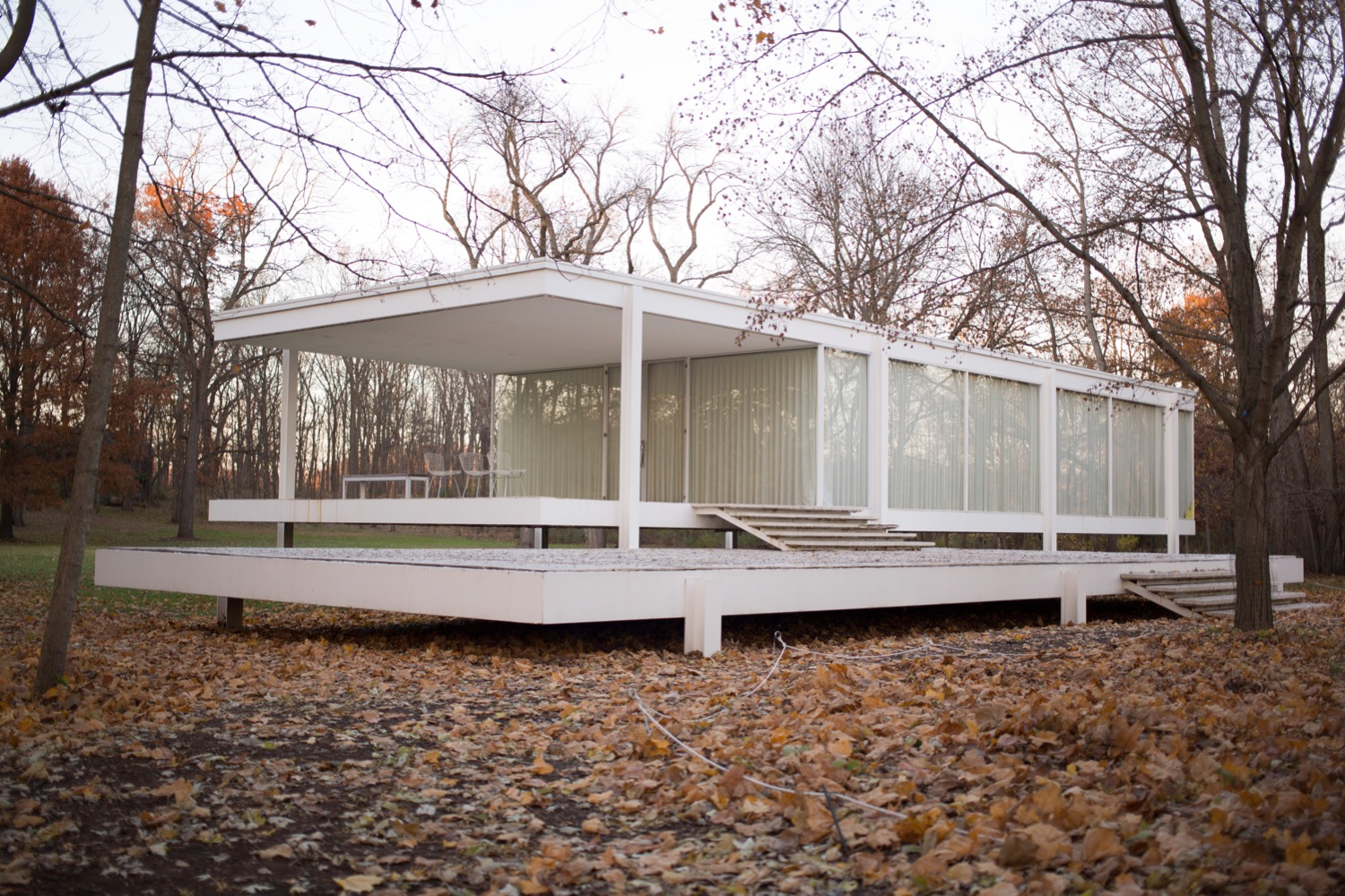 2_Farnsworth House_WikiMedia Commons_Victor Grigas.png