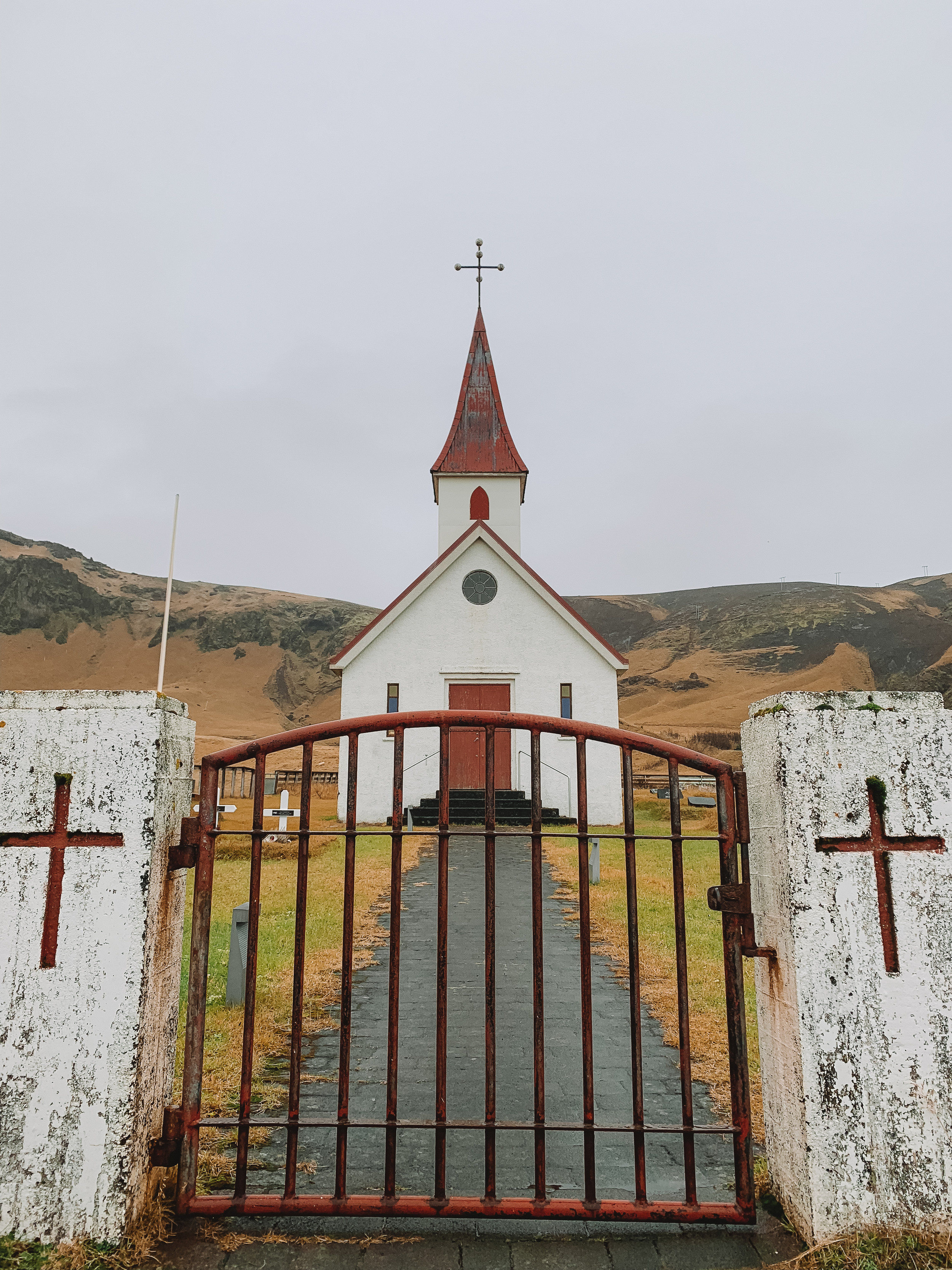 I made Doug drive on the way back, since I drove the way there. I kept making him take pit stops so I could take pictures. This little church was one of our stops, isn't it gorgeous?