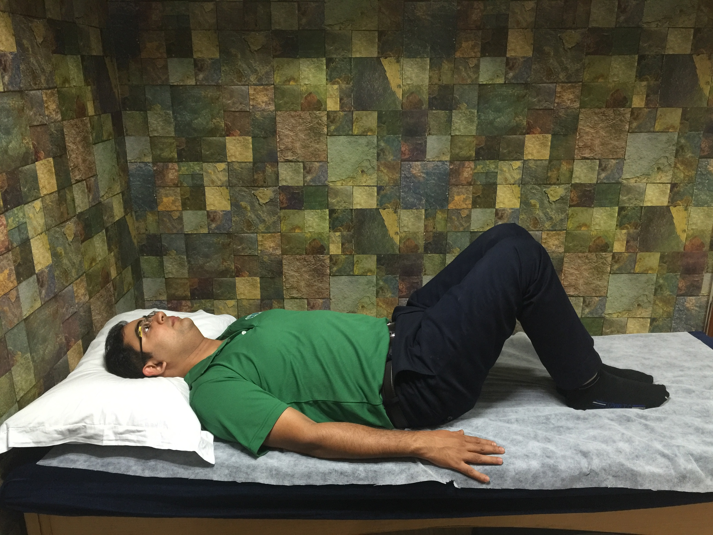Lie down on your back with bent knees, with both arms flat on the floor; make sure your neck and shoulders are completely relaxed.