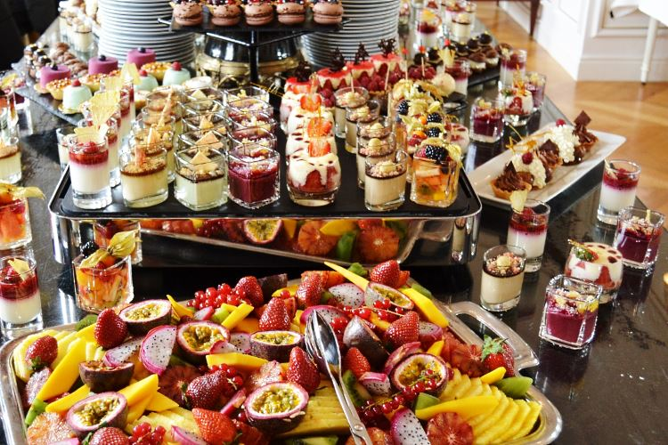 dessert-buffet-brunch-chantilly-castle-mont-royal.jpg