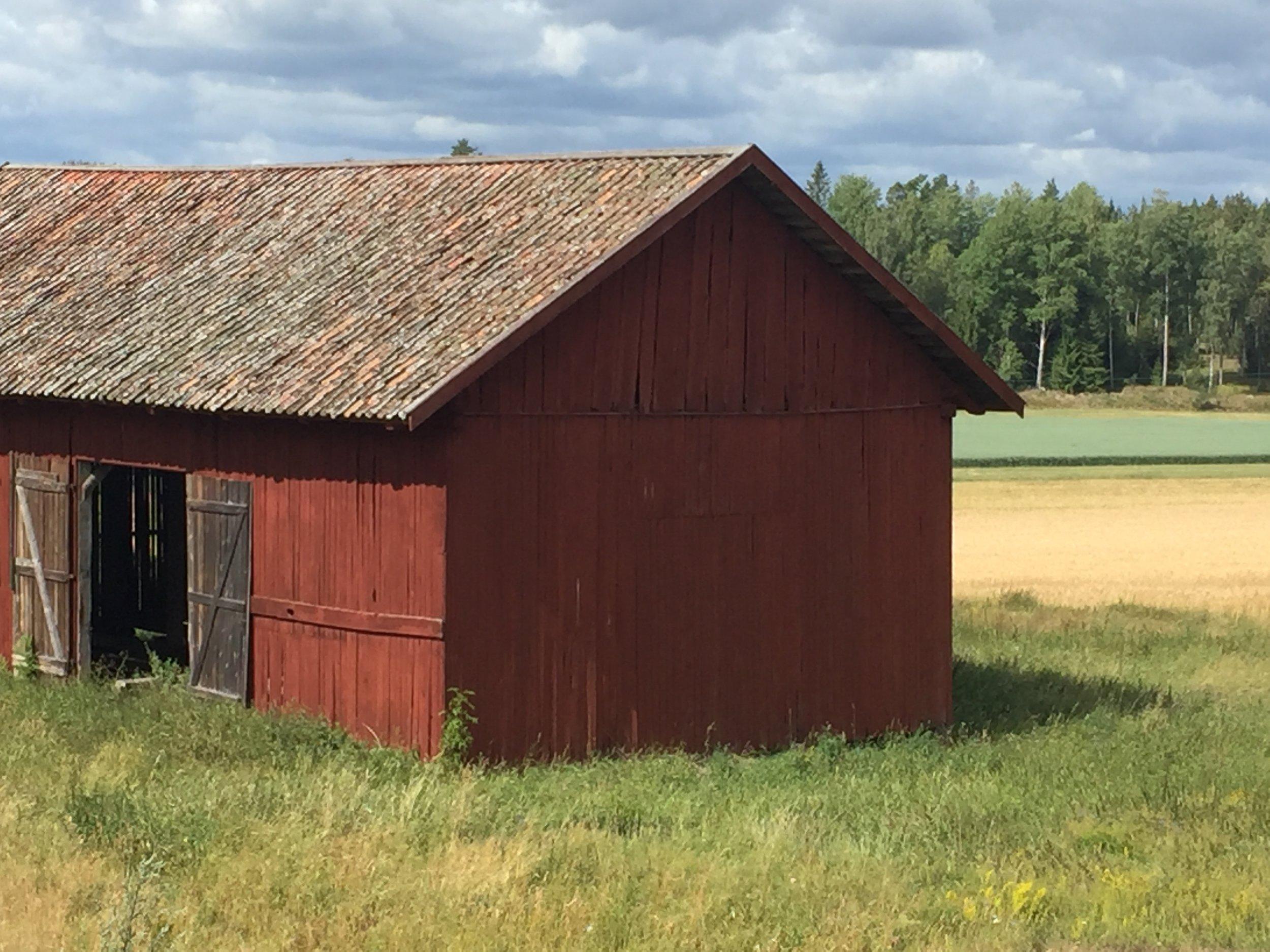 2. barn_exterior.jpg