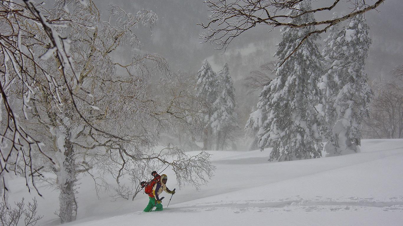 Backcountry skiing Hokkaido, Kitami Pass.