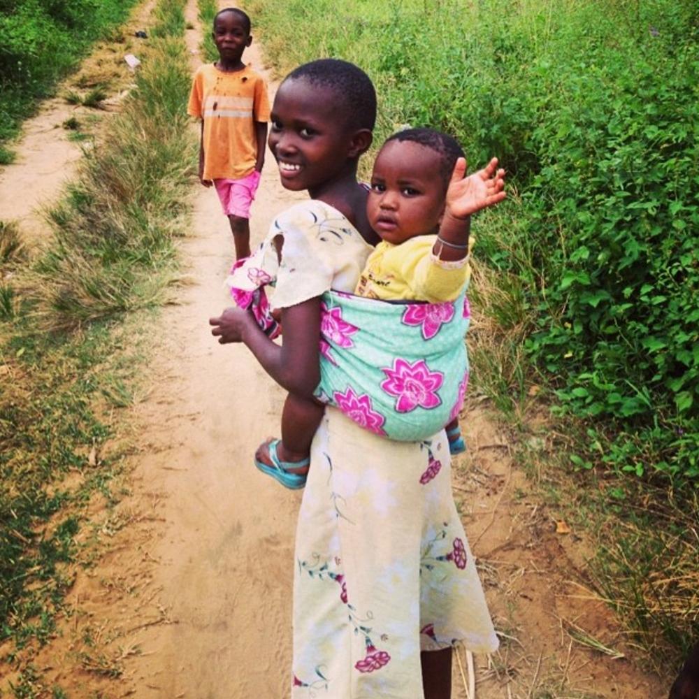 MANNA_Africa_Children on road.jpg