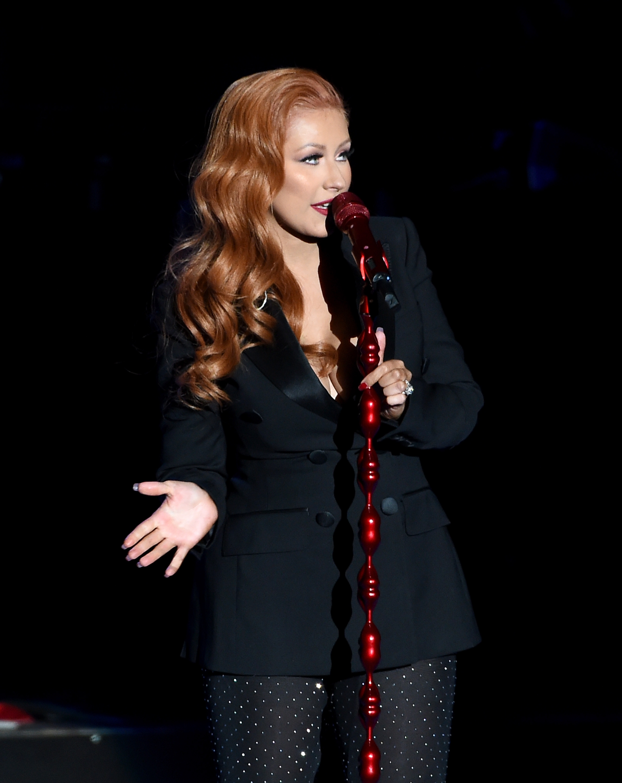 christina-aguilera-red-hair-060716-8.jpg
