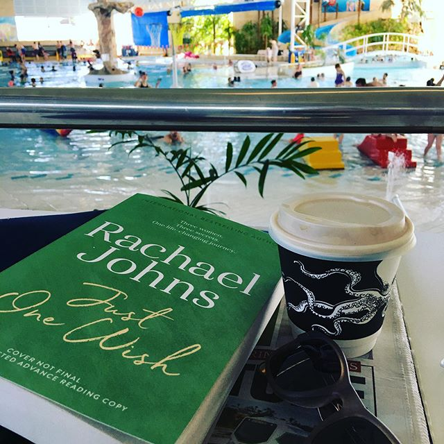 Sunday morning coffee with a friend! #beattypark #authorfriends #amreading #aussiefiction #aussieauthors #shouldbeswimming @rachaeljohnsauthor