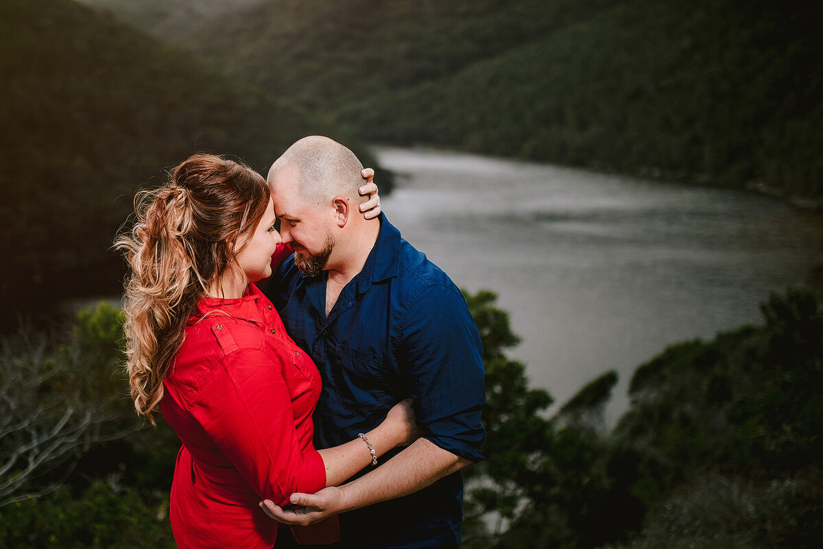 Intimate and elegant couple portraits in nature