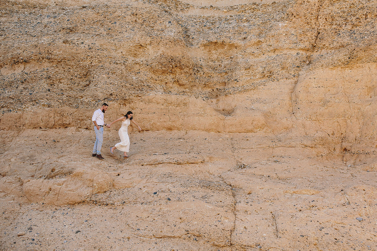 Engagement Photography in Namibia in the sesriem Canyon