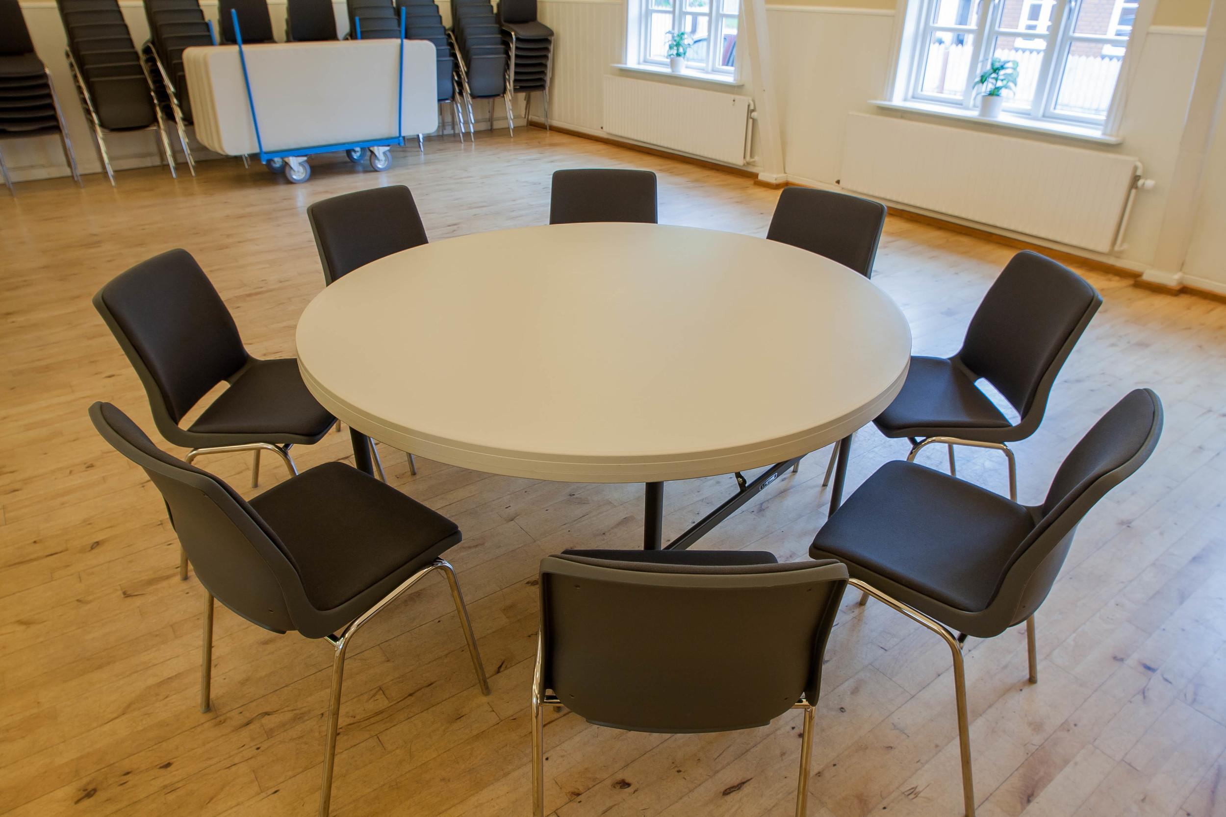 Rundt bord 8 personer.