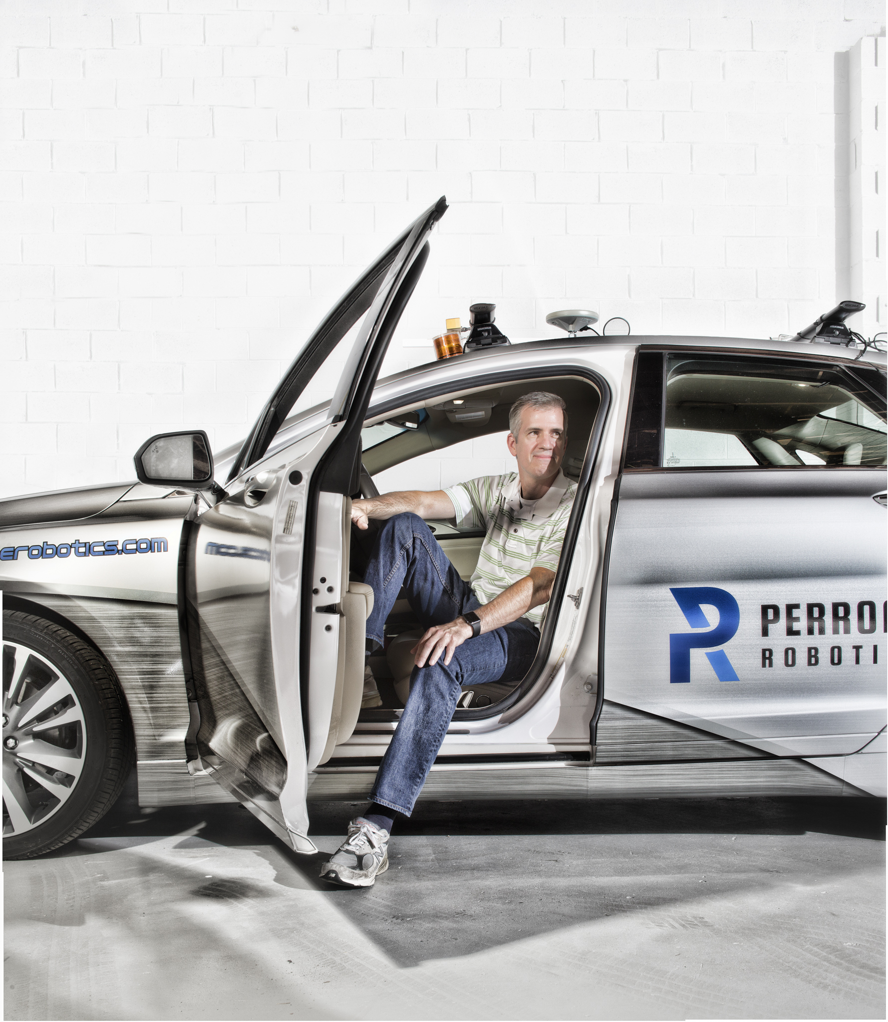 17030 Perrone Robotics Car 008 final 02 smile.jpg