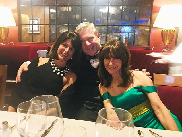 After party at Joe Muer's. The dining room filled with evening gowns and tuxedos, so glamorous!#fashionblogger #eveninggowns #glamour#fridaynight #diningout #funnightoutwithfriends #nightonthetown #detroitnightlife #downtowndetroit #detroitrestaurants #eveningwear