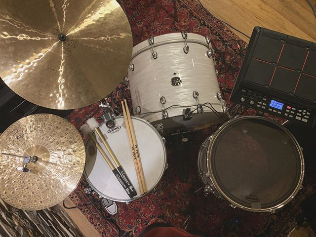 Today's setup for a #live #studio session with @tallyspear 🥁 #Content 🔜 ————————————————————————————————————#Mapexdrums #saturnvtouredition #paistecymbals #paiste #cymbals #roland #spdsx #music #livemusic #vicfirth