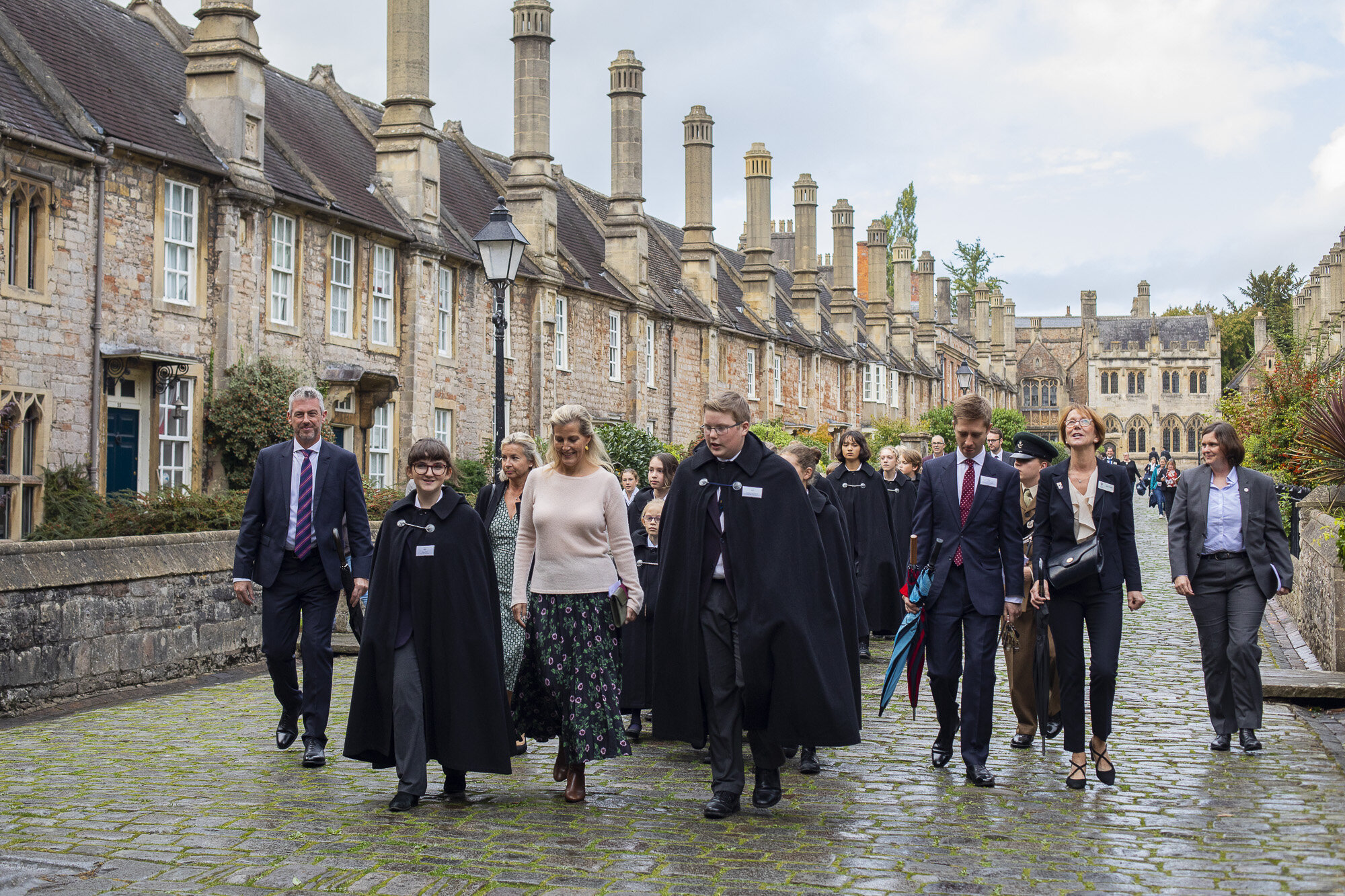 The Royal Party moves down the Vicars' Close