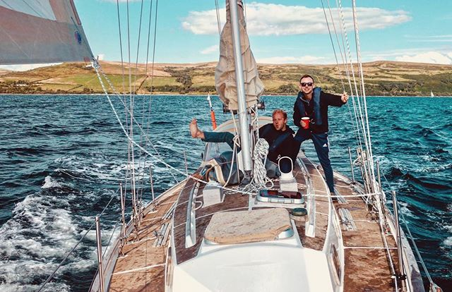 Sun, wind and waves on #argyllsecretcoast 🏴󠁧󠁢󠁳󠁣󠁴󠁿 . . . . #sailing #yachting #pirates #scotland #scottish #yacht #oceanaddict #argyll #ocean #crew #explorers #peace #quiet #soundscape #sailor #sailinglife #yachtlife
