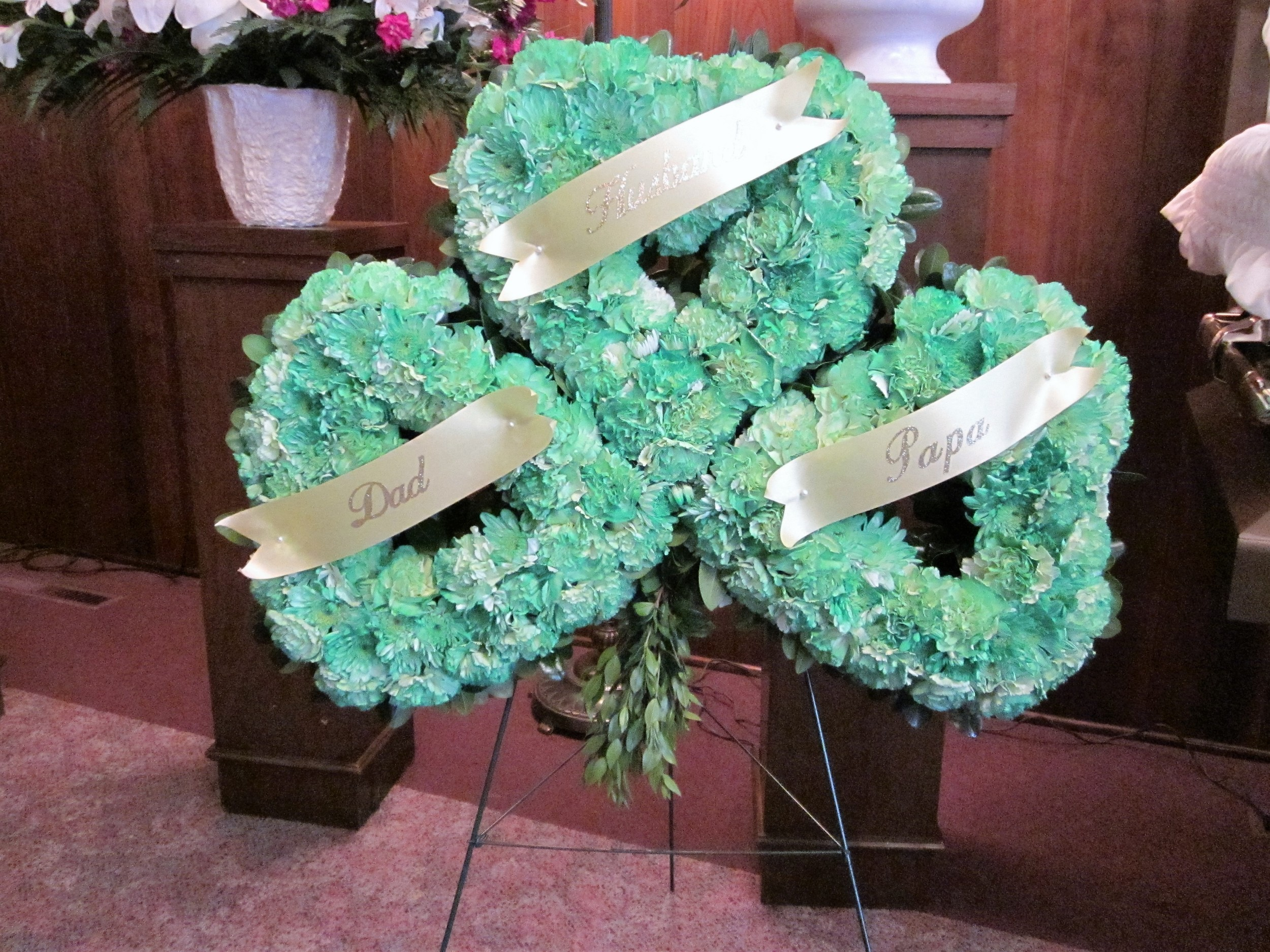 #21 Green lucky Shamrock easel tribute