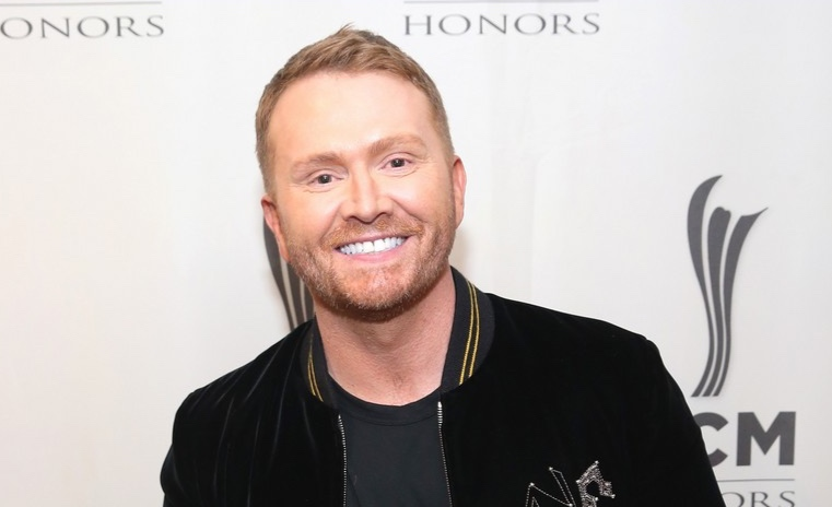 shane-mcanally-gives-moving-speech-at-acm-honors-i-didnt-know-02.jpg
