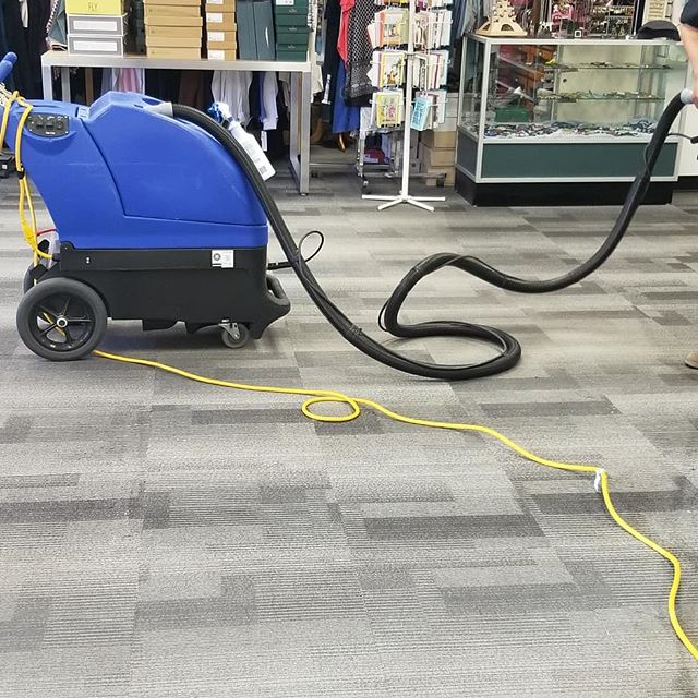 Carpet cleaning Sunday,  #keepitclean #emotystoreandsomuchroom