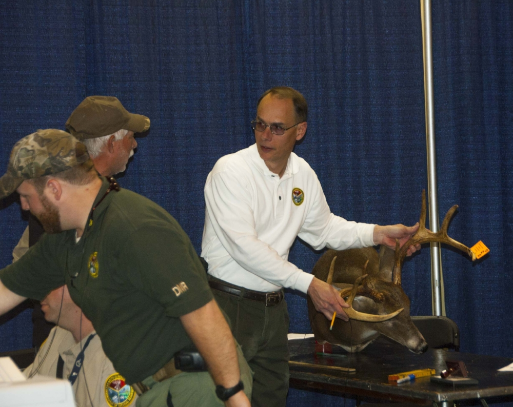 SCDNR biologist Charles Ruth (center) helps a hunter score a nice set of white-tailed deer antlers at the Palmetto Sportsmens Classic. Main page photo: Large mounts from around the U.S. are also displayed at the Classic. [SCDNR photos by Michael Foster & David Lucas]