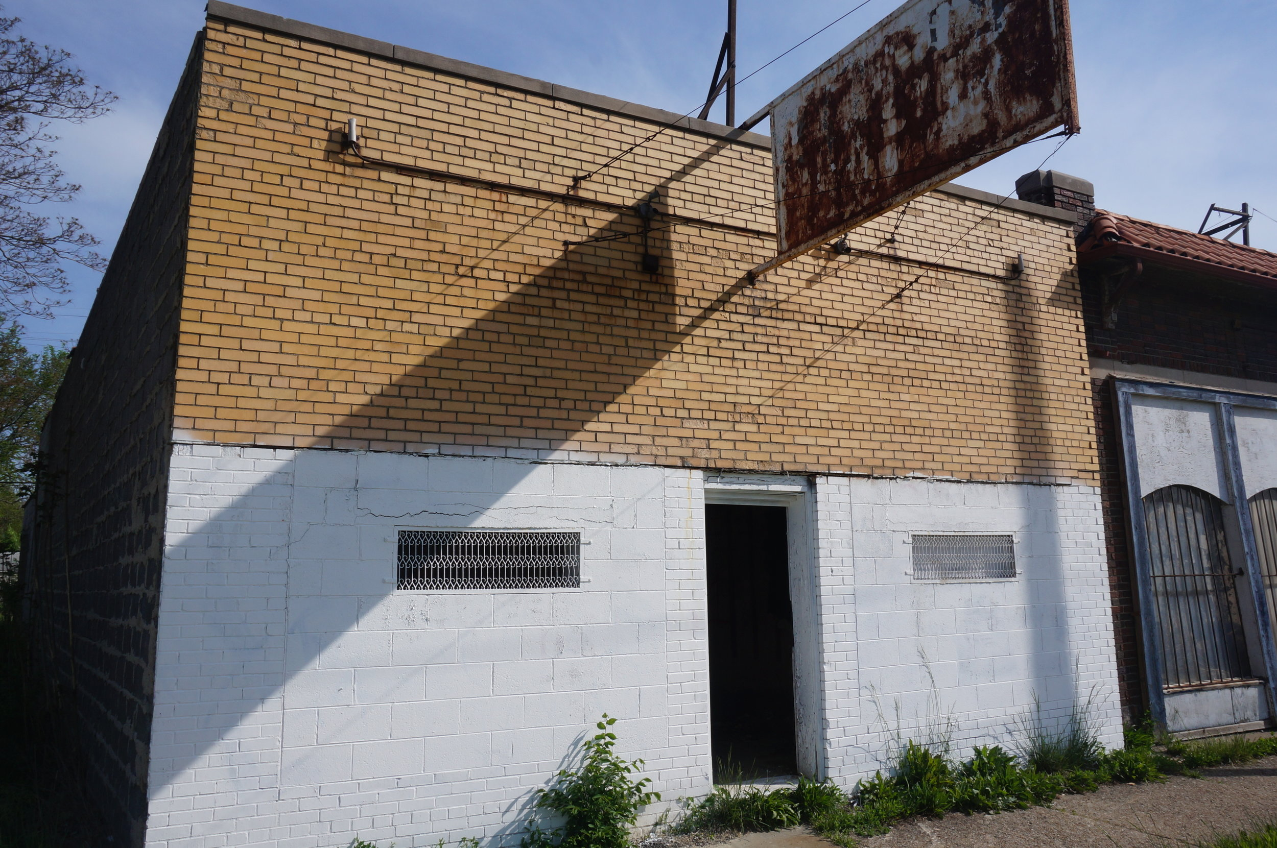 Year Built:  1948  Floor Area:  1758 sq ft  Frontage:  25.08 ft  Total Structures:  1