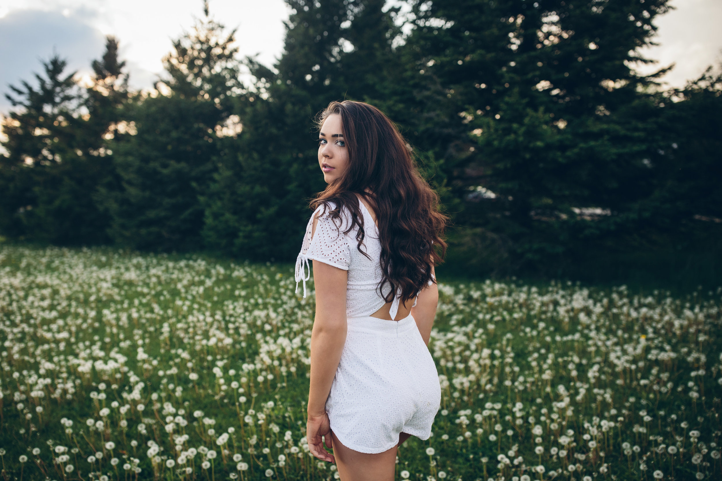rural-wi-senior-pictures-with-dandelions.JPG