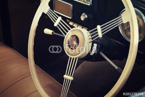 steeringwheel_101276109.jpg
